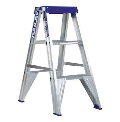 BAILEYS SMALL STEP LADDER